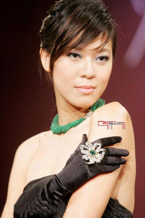 时装表演中模特手势的作用