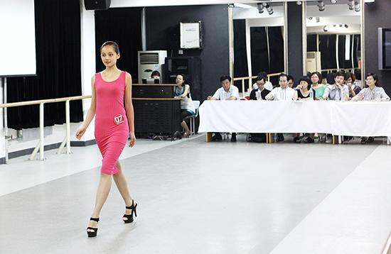 新面孔艺术高中2013年入学考试服装表演方向分考场