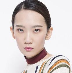 张亚芳演绎都市女性