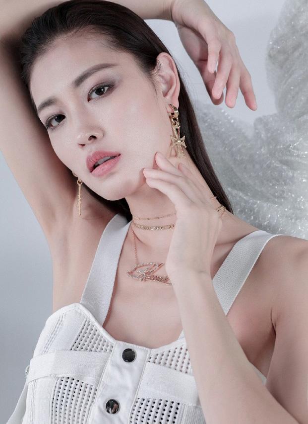 新面孔Model丨付欢欢时尚大片简单大气的女性新时尚