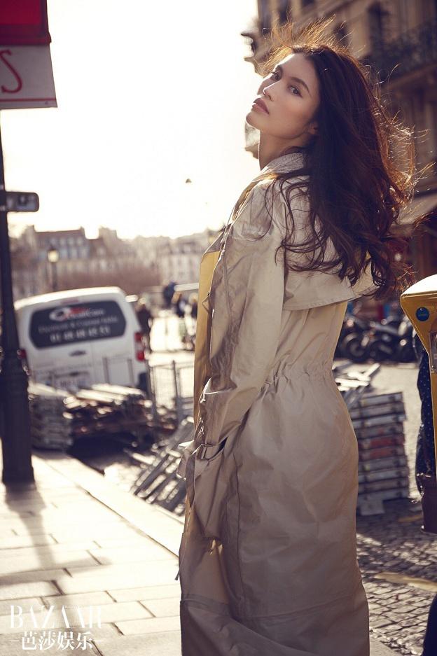 超模何穗巴黎街拍化身时髦女王